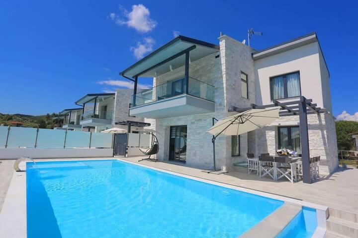 5BR Luxury Villa in Halkidiki, by UniqueVillas