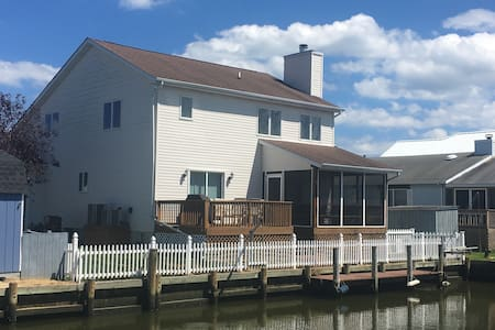Waterfront with Dock, Fenced Yard, Dog Friendly - Ocean City - Ház