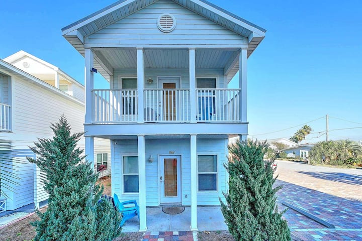 Three Story House on West End Beach, great bird's eye view of the Beach!