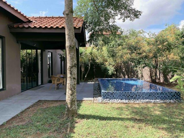 Bali Style Private Pool Villa 8-10Pax@Taman Molek