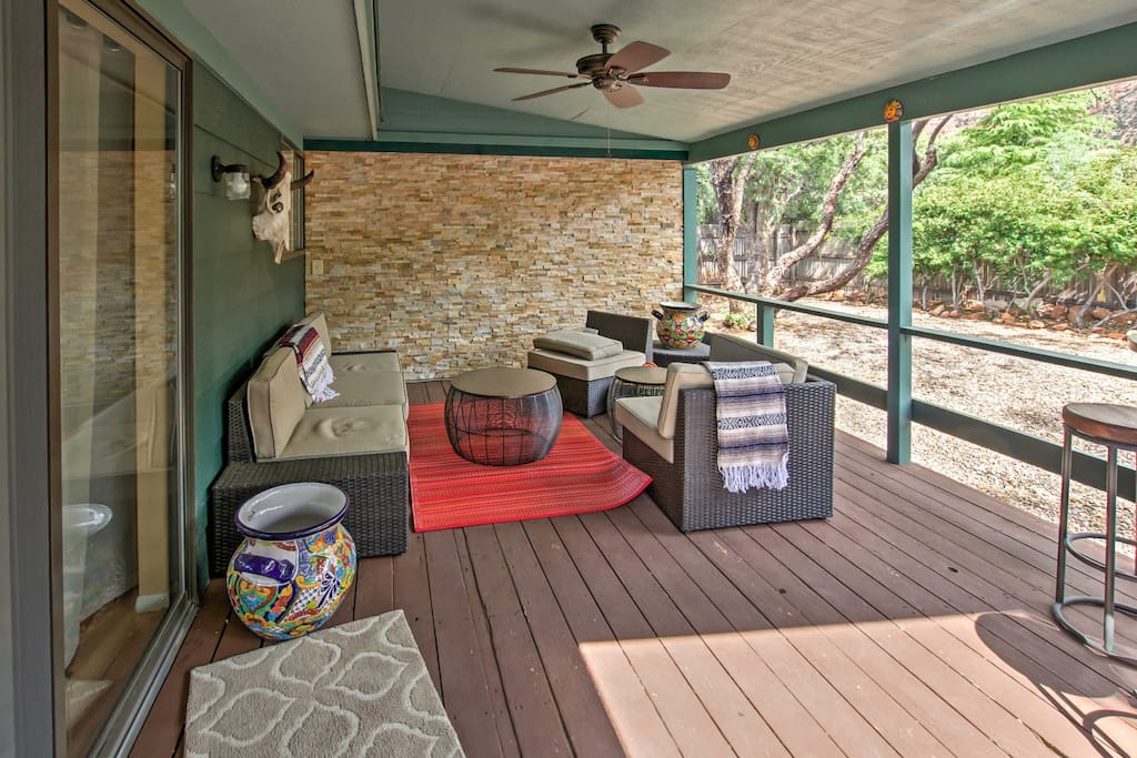 Spend your vacation afternoons lounging on the outdoor furnishings in the covered patio!