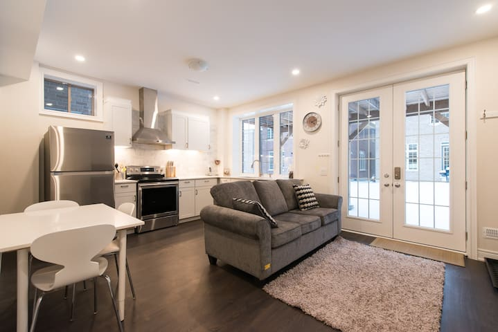Brand New luxury 2 Bedroom Apt with sep entrance!