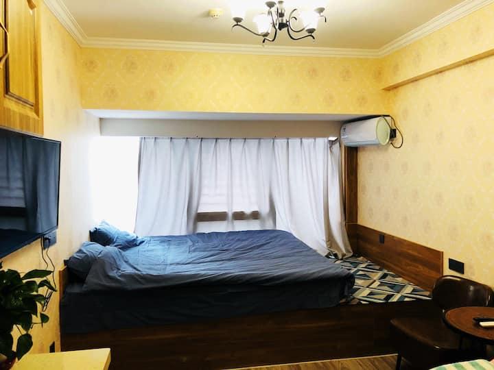 茂业公寓26层,2成2.3法诗曼大床垫,温馨私属