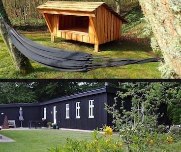 Hyggeligt træhus med shelter nær Vesterhavet
