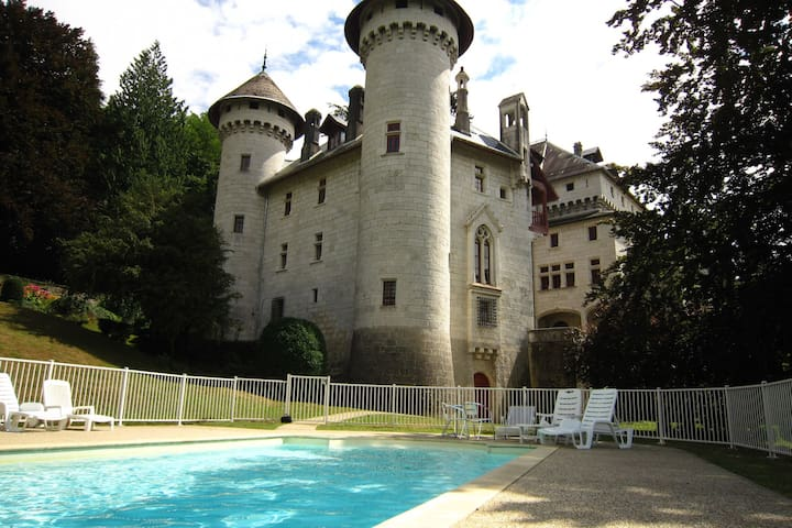 Castle apartment in former chapel with swimming pool