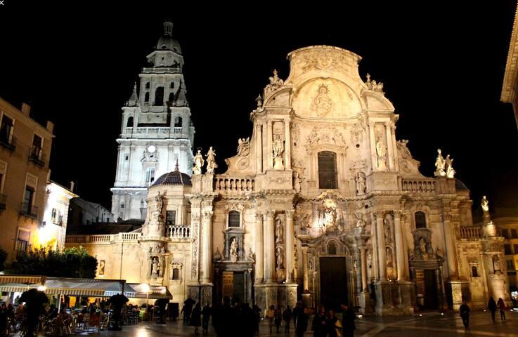 Catedral de Murcia a la noche.  Subidas al campanario...vistas espectaculares de Murcia desde lo más alto.  No te lo pierdas!