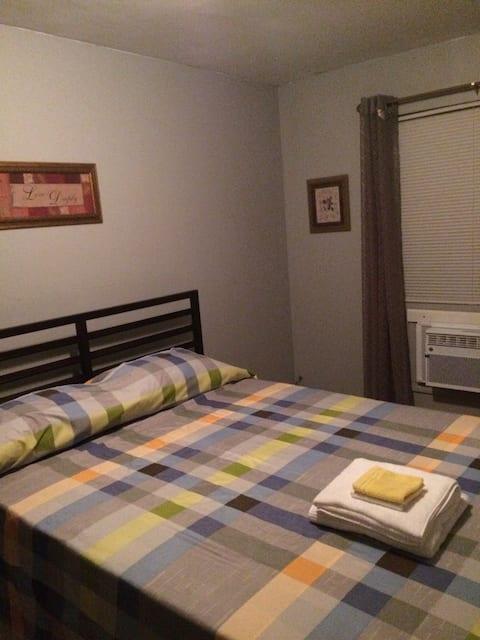 Cozy Master bedroom/private bath.