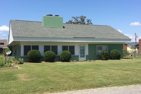 18 Sunset Ave Roper NC 27970 - Roper - House