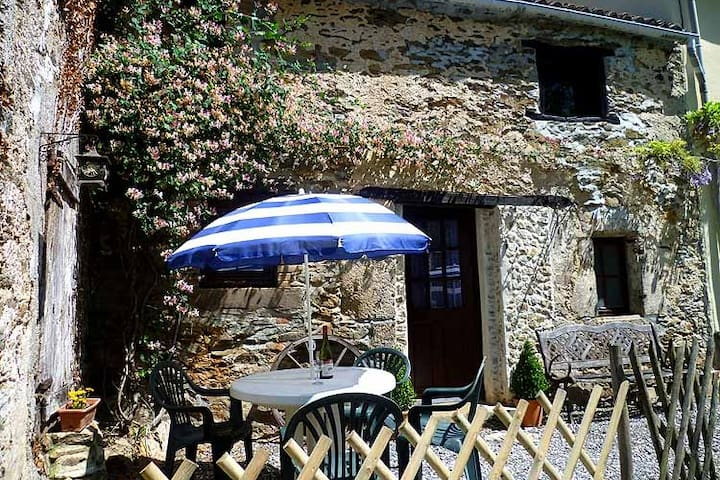 Les Petites Pierres- rural + wifi,pool,games field - Vernoux-en-Gâtine - House