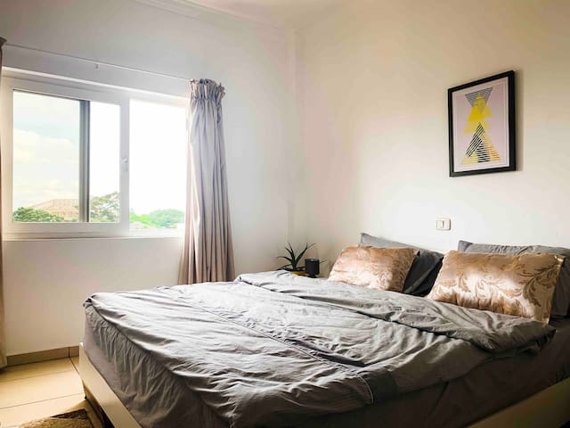 Wonderful Room in Airport Residential Area