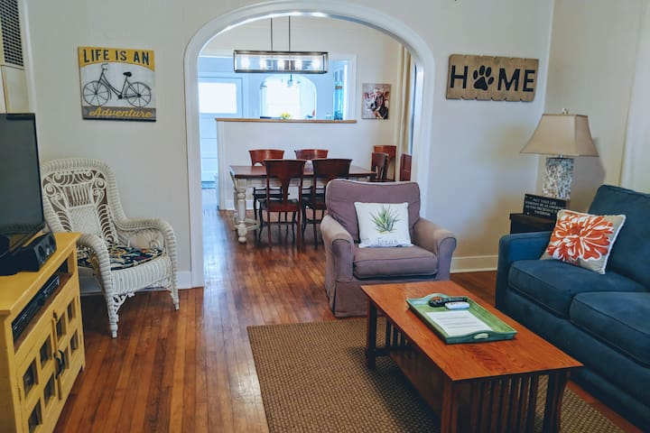 Shell Cottage - Quaint Home, 4 Blocks to the Beach