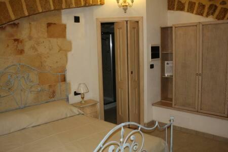 Stanza indipendente e bagno privato centro storico - Mesagne