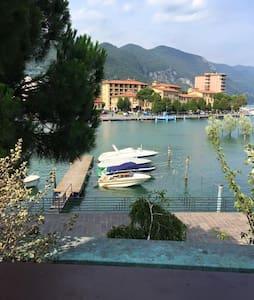 Lejlighed med pool. Første række til sø og bjerge - Paratico