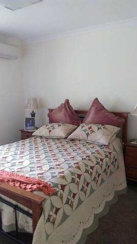 Hena's BnB - Upper Coomera - Bed & Breakfast