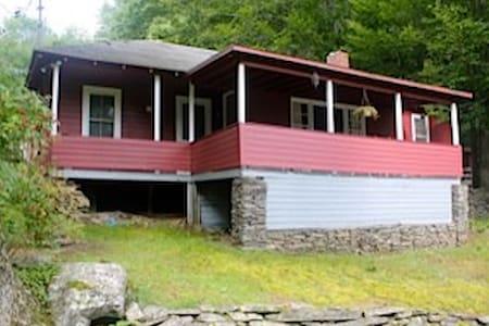 Rustic Catskill Cabin near Phoenicia and Woodstock - Shandaken