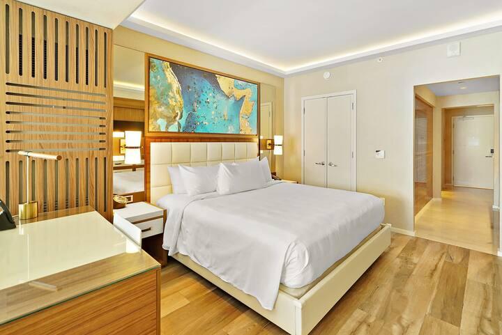 The Ocean Resort 612 | Deluxe Poolside King Studio