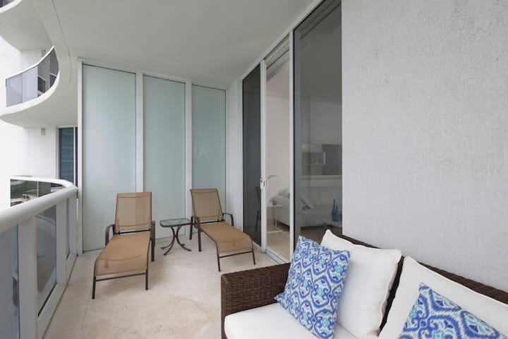 The Gabrielle- Luxury Oceanview 3 Bds - Sunny Isles Beach - Apartment