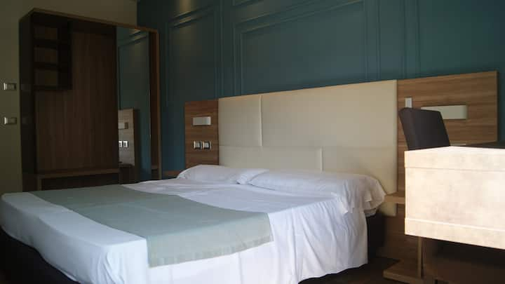 Room with private bathroom, breakfast included