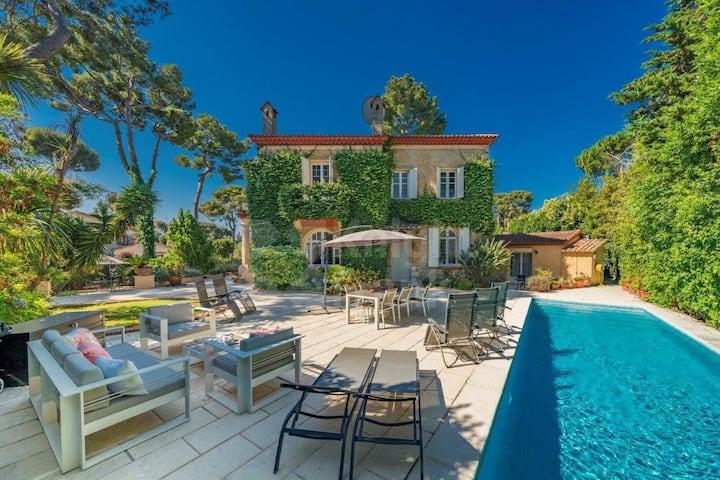 Charming Provencal villa at Cap Antibes