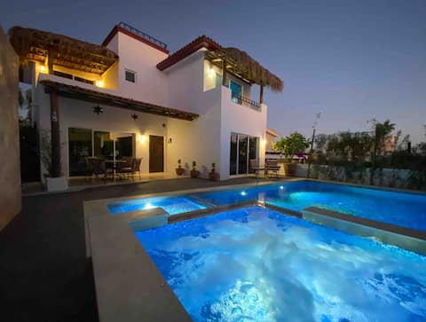 Casa Fiesta - Pools, Beach & Panoramic Roof Views