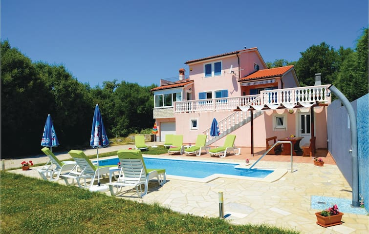 Holiday cottage with 3 bedrooms on 133 m² in Vinez