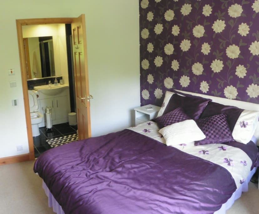 Guest Bedroom with En Suite