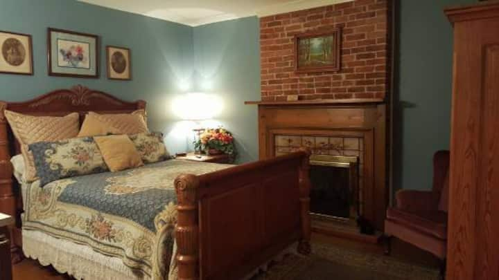 Greenbriar Country Inn-Room # 6...Private entrance
