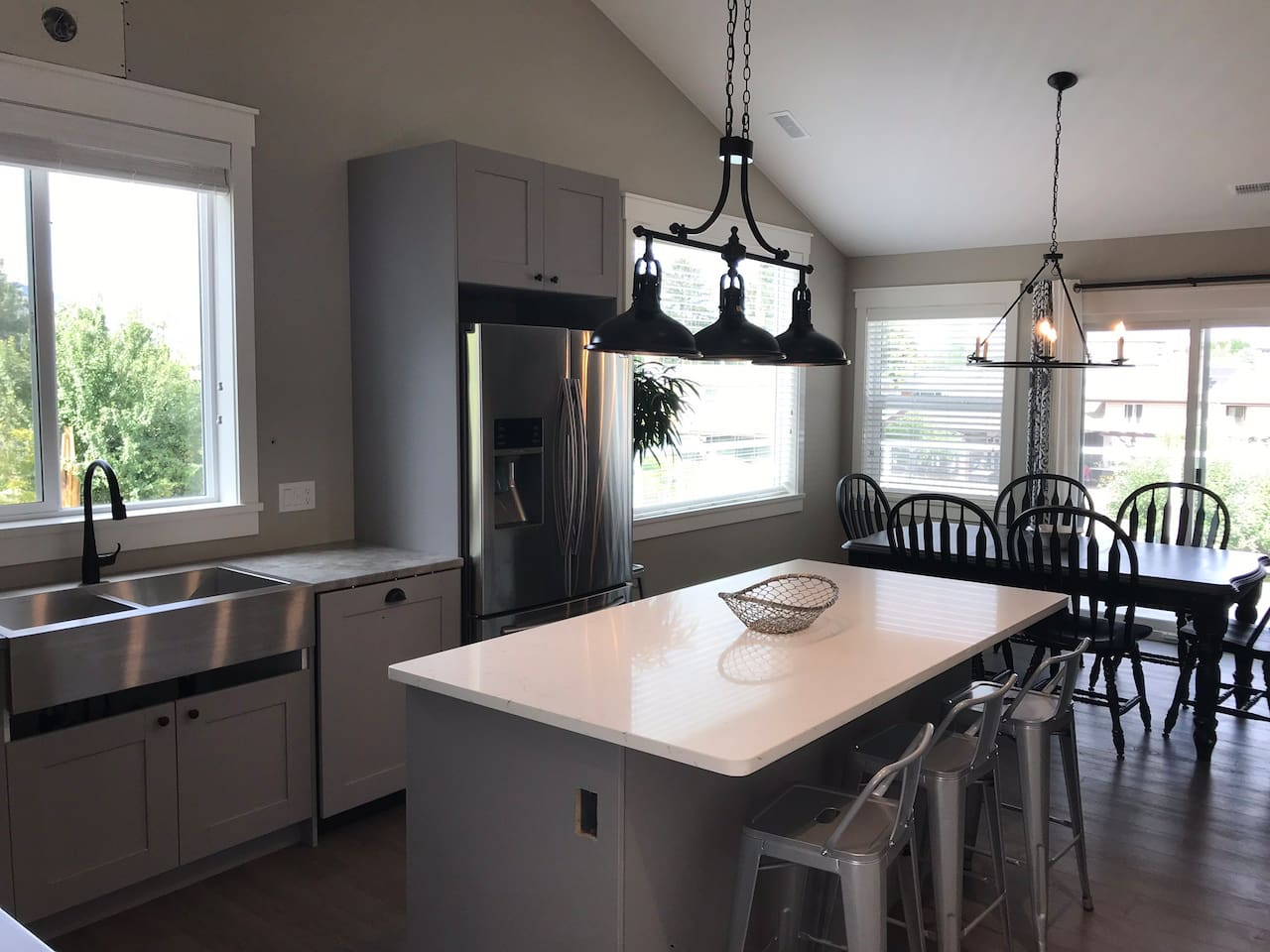 Full kitchen complete with oven, dishwasher, fridge, microwave, quartz countertop on the island, island seating etc. Fully equipped with all the basics and more.