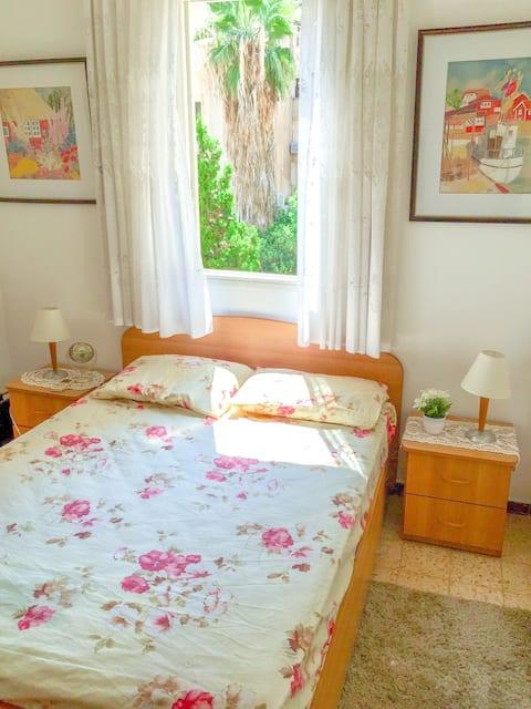 Lovely Sunny Room near Beach and Netanya Centre