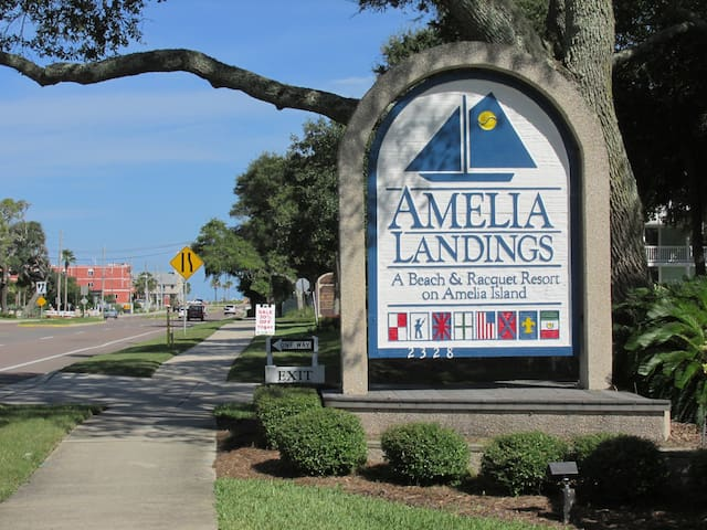 Cozy and Affordable 2BR/2BA Amelia Landings Condo