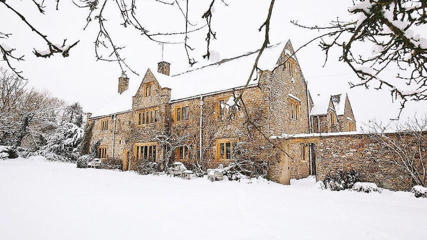 'The Manor Somerset teambarn@outlook.com