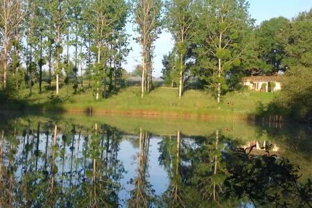 lakeside room - Saint-Géraud-de-Corps - 흙집