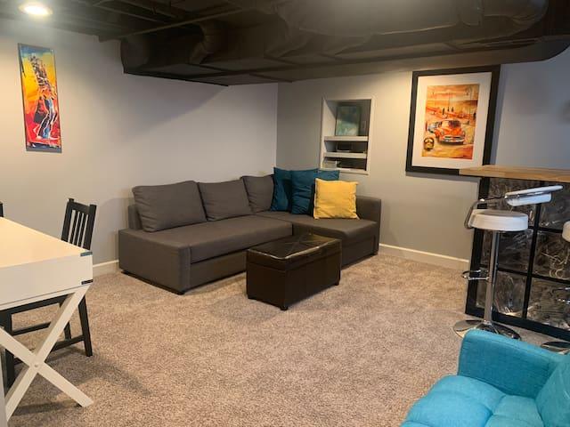 Private basement near UD & Carillon, Sleeps 2-5