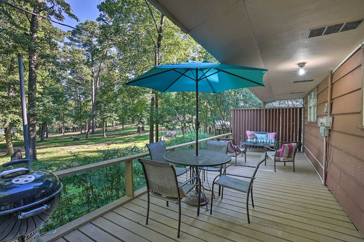 NEW! Lake O' the Pines Retreat w/ Water Access!