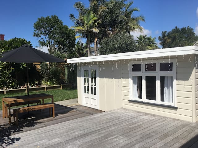 Quiet, private garden guesthouse - Auckland - Guesthouse