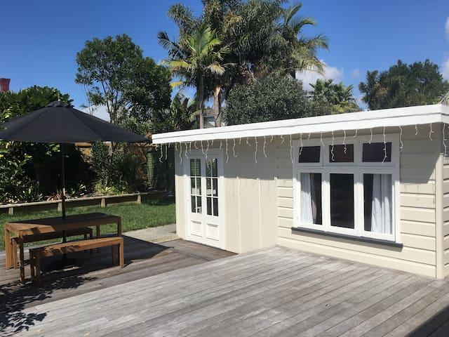 Quiet, private garden guesthouse - Auckland - Pensió