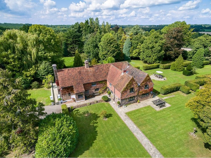 Beautiful Grade II house with 6 acres and court
