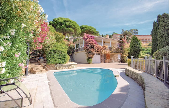 Nice home in Rayol-Canadel-sur-Mer with WiFi and 2 Bedrooms