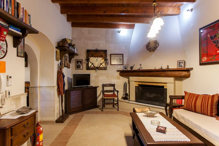 Alfa's Home!! Traditional Home Ideal for couples..