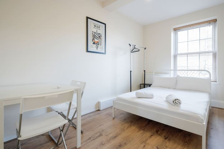 Central London Apartment (WAT)