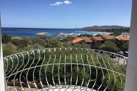 Meraviglioso studio con vista a Porto Ottiolu