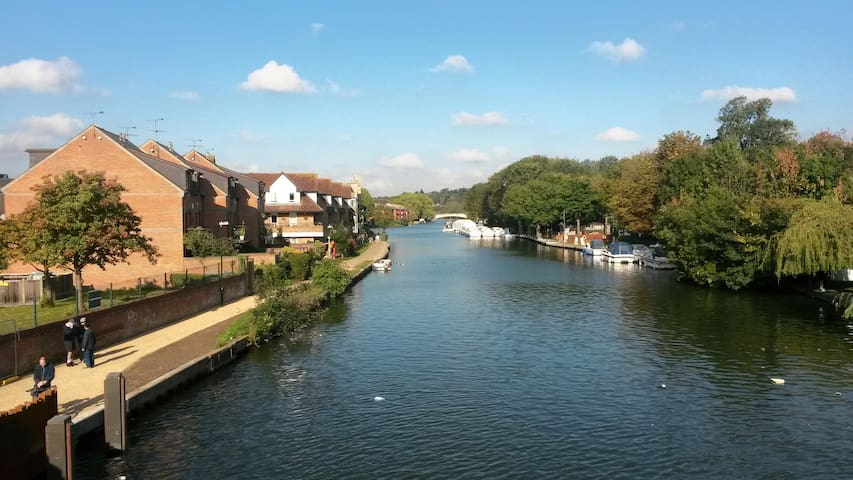 Riverside location close to station - Reading - Townhouse