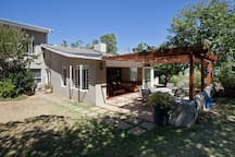 Sunny, spacious,  3 bedroomed home , with fully equipped kitchen, open plan lounge/dining room , opening out on bird filled garden, with salt water pool, in quiet suburb, walking distance to Stellenbosch town. Perfect spot to explore the wine lands.