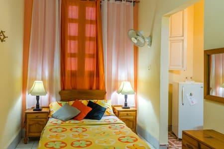 Hostal La Antonia. Experiencia Unica - La Habana - Rumah
