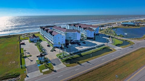 Directly On the Beach Galveston Sleeps 6 Free WiFi