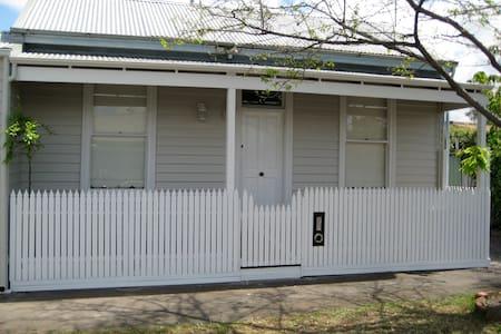 Beachside Victorian Home - Albert Park
