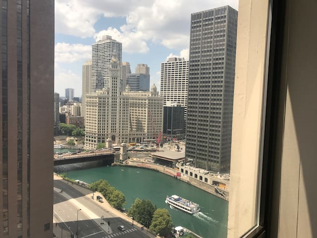Chicago river view sweet apartment in downtown