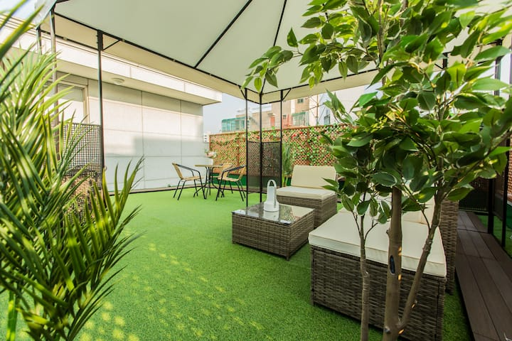 [Awesome House #4] NEW awesome rooftop&APT/Hongdae
