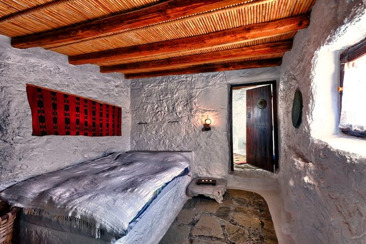 Aspros Potamos, traditional cottage