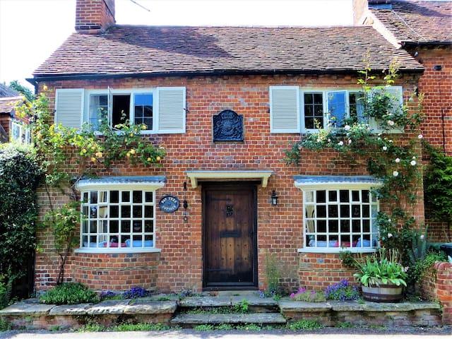 Cozy 17th Century Cottage in Jane Austen's Chawton